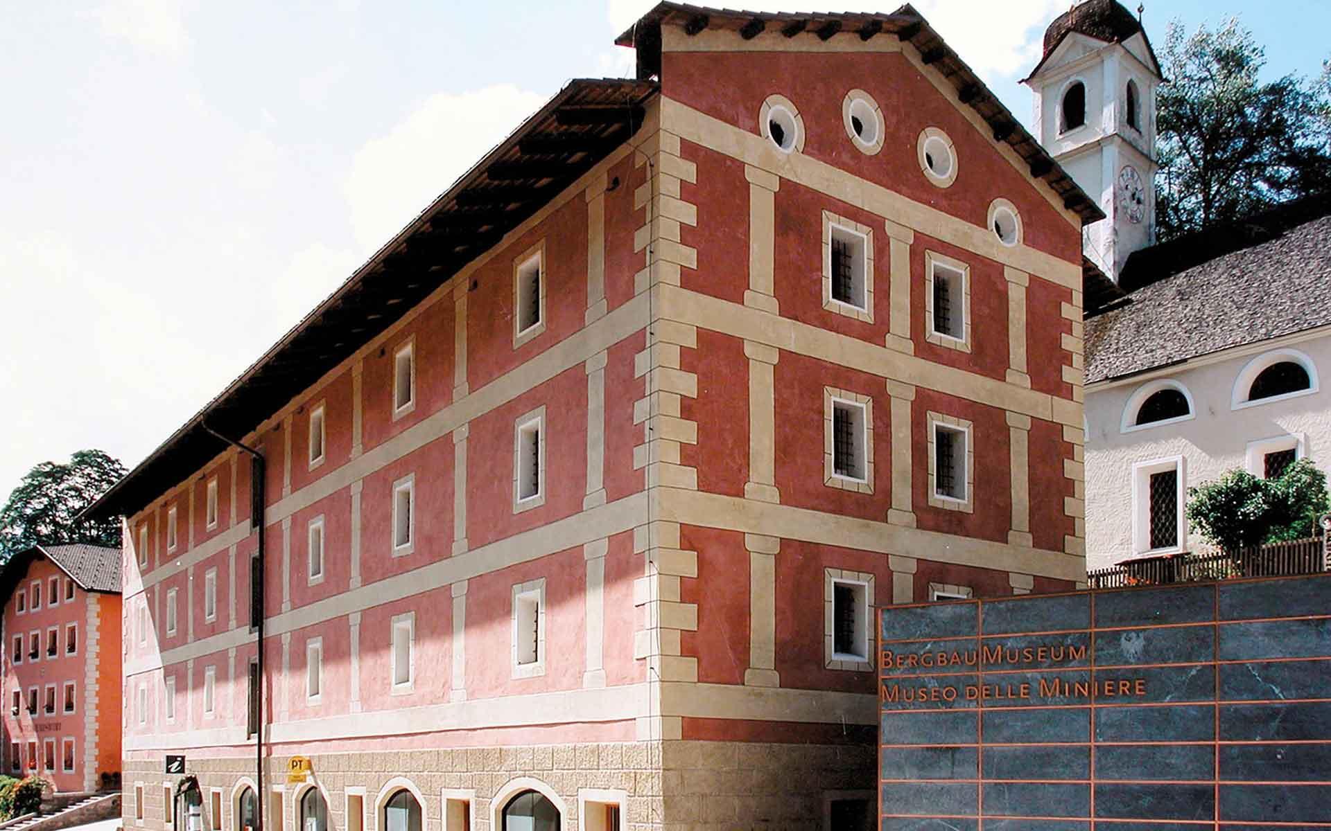 Bild: Außenansicht Kornkammen Bergwerksmuseum in Steinhaus
